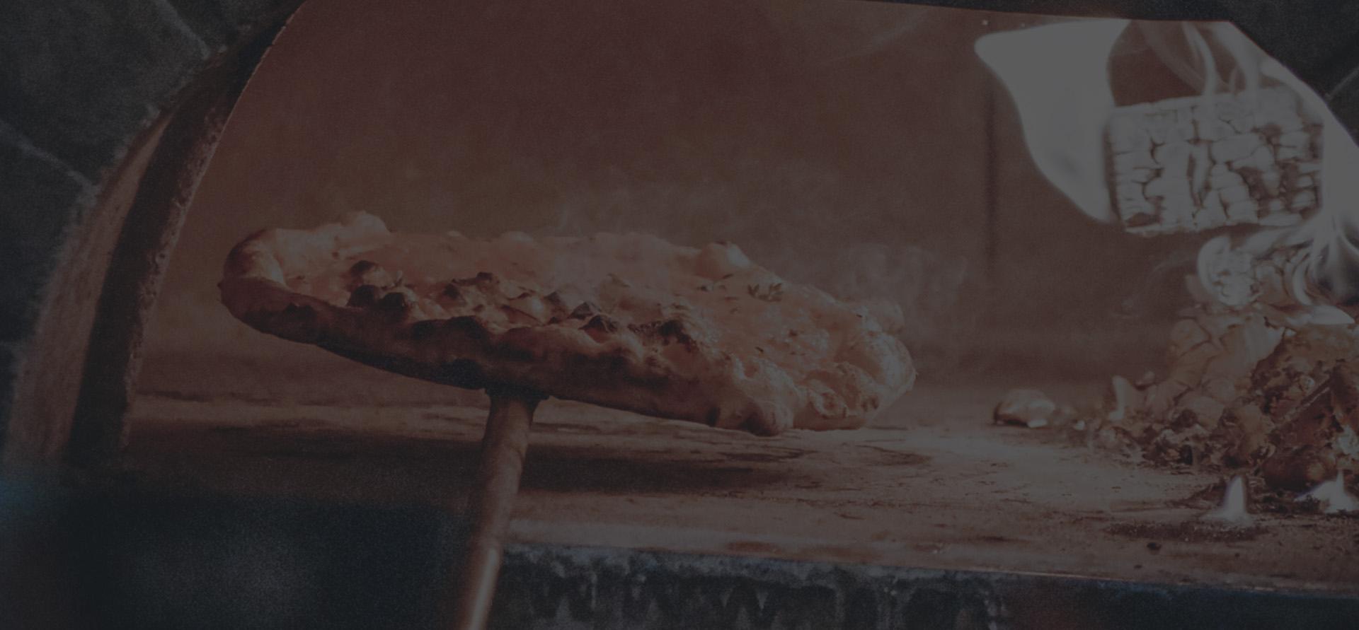 Gaudeix de les nostres pizzes cuites al forn de llenya